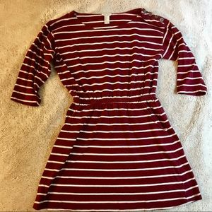 Burgundy dress with pockets
